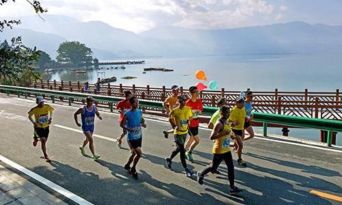 """2015""""凉山矿业""""西昌邛海湿地国际马拉松赛"""