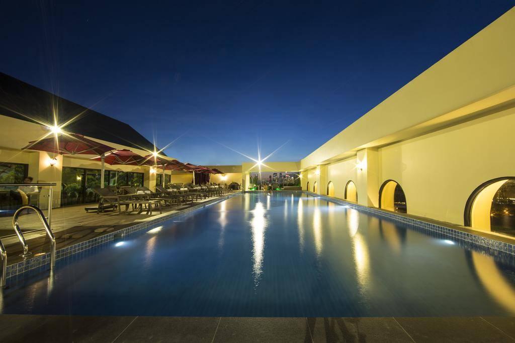 莫尔珀尔水晶宫酒店MerPerle Crystal Palace 游泳.jpg