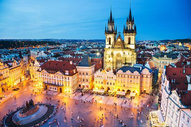 night-prague-old-town-square-picture-id537611030.jpg